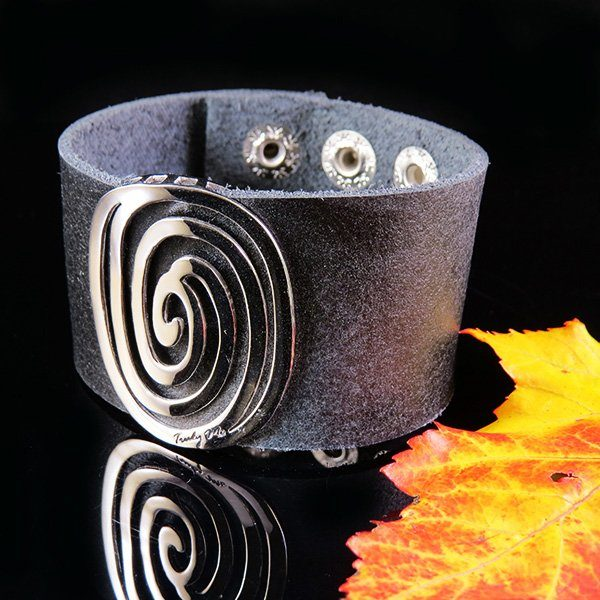 "Black leather bracelet with silver detail in powerful design - ""circle of life"""