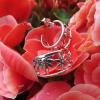 örhängen med blommor