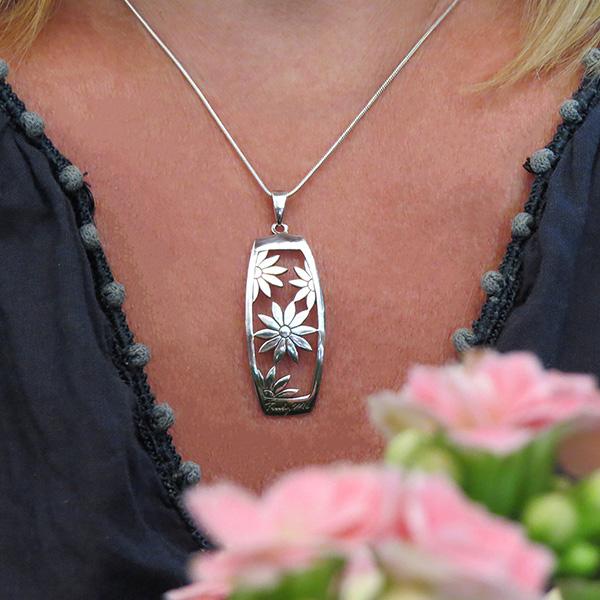 FLOWER POWER silverhalsband (Truly Me Jewelry Design)
