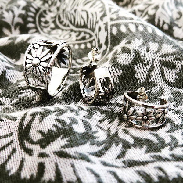 FLOWER POWER silver jewelry set by Truly Me Jewelry Design