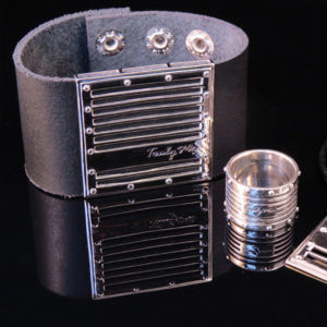 GRID leather bracelet with large silver detail (Truly Me)