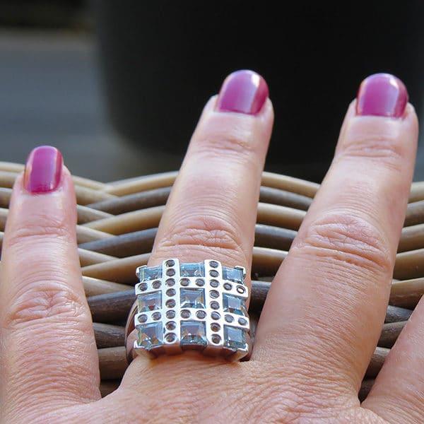 RIBBON silverring med blå stenar (Truly Me)