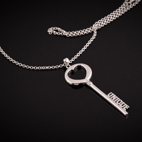 "THE KEY long silver necklace - the ""unique"" key (Truly Me)"