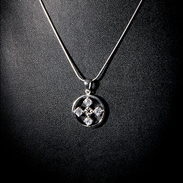 TOUCH silver necklace with cz stones