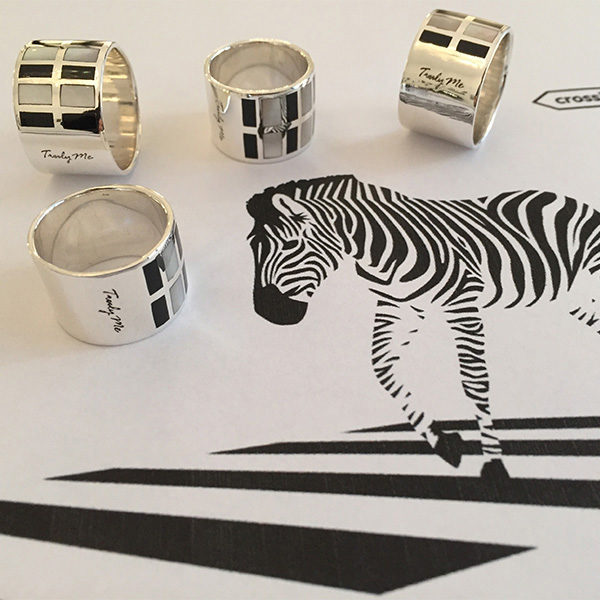 ZEBRA silver ring with shimmering mother of pearl
