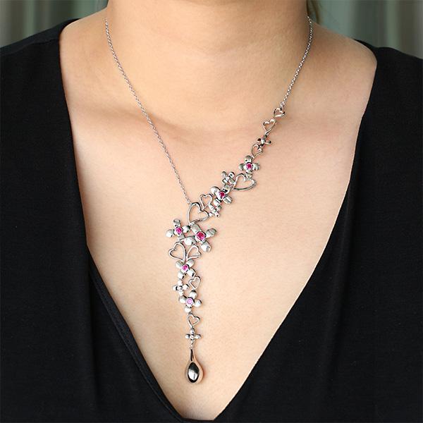halsband med blommor och hjärtan (Truly Me Jewelry Design)
