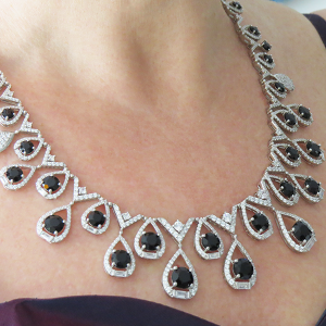 halsband med svarta stenar festsmycke (av Truly Me)
